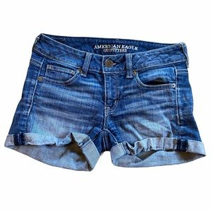 American Eagle cuffed denim jean shorts size 0